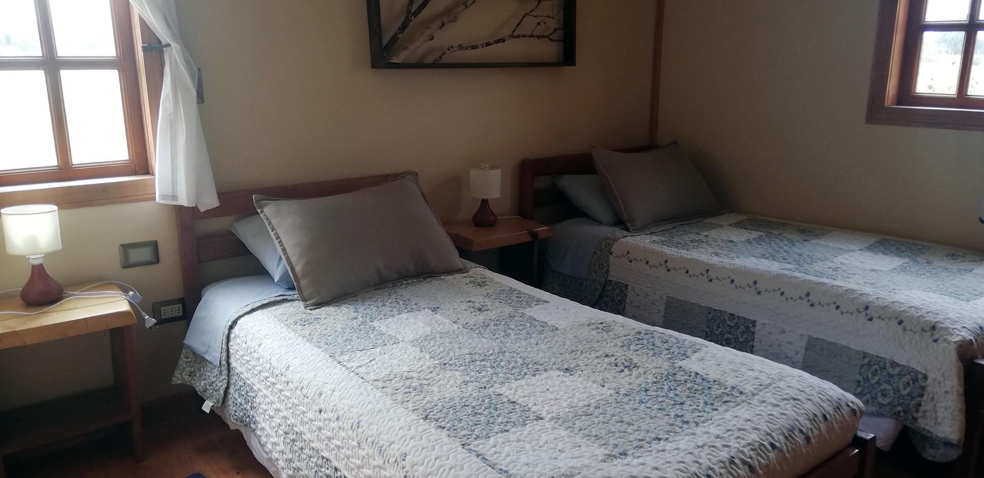 Dormitorio 2 cabaña roja.jpg