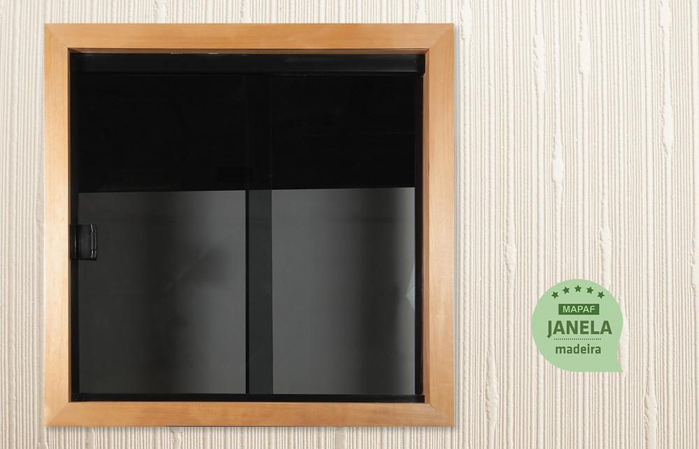 Janela fumê | vidro e madeira | WoodGlass