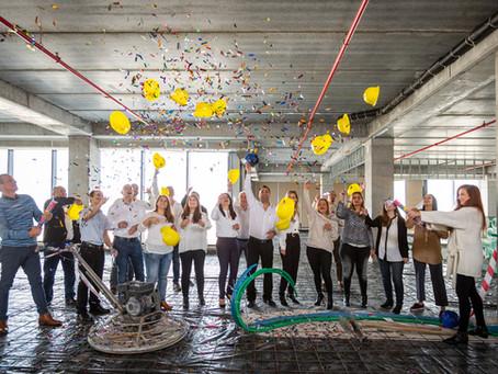 הנחת אבן פינה ותחילת פרוייקט תיעוד בנית המשרדים החדשים של ׳אמן מחשבים׳.