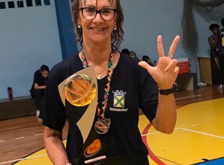 Arilza Coraça é eleita a 'Melhor Técnica do Sub-15