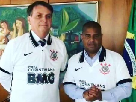 A camisa do Marcelinho é do Corinthians