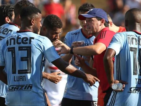Botafogo 1 x 0 São Paulo. O gol foi de Didi, mas os Trapalhões estavam do outro lado