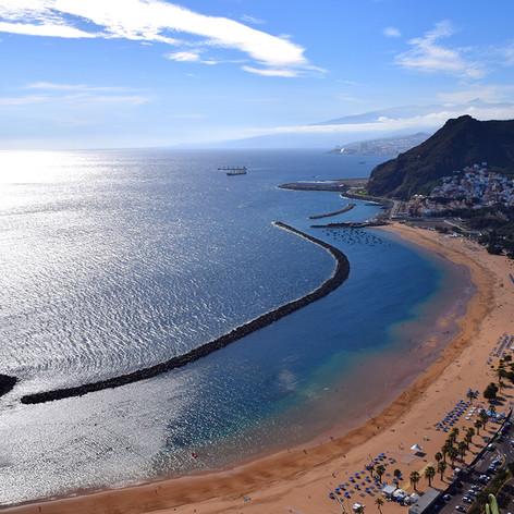 Las Teresitas panorámája. Tenerife, Kanári-szigetek, Spanyolország