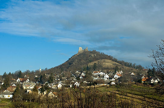 View of the castle Szigliget_800px.jpg