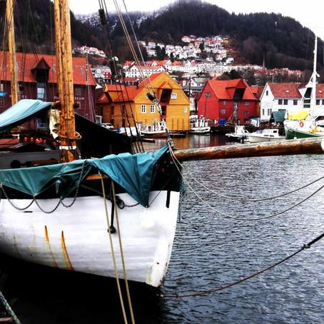 Tak to je ona, ANNA, stará polární plachetnice. So, that´s Anna, old sailboat.