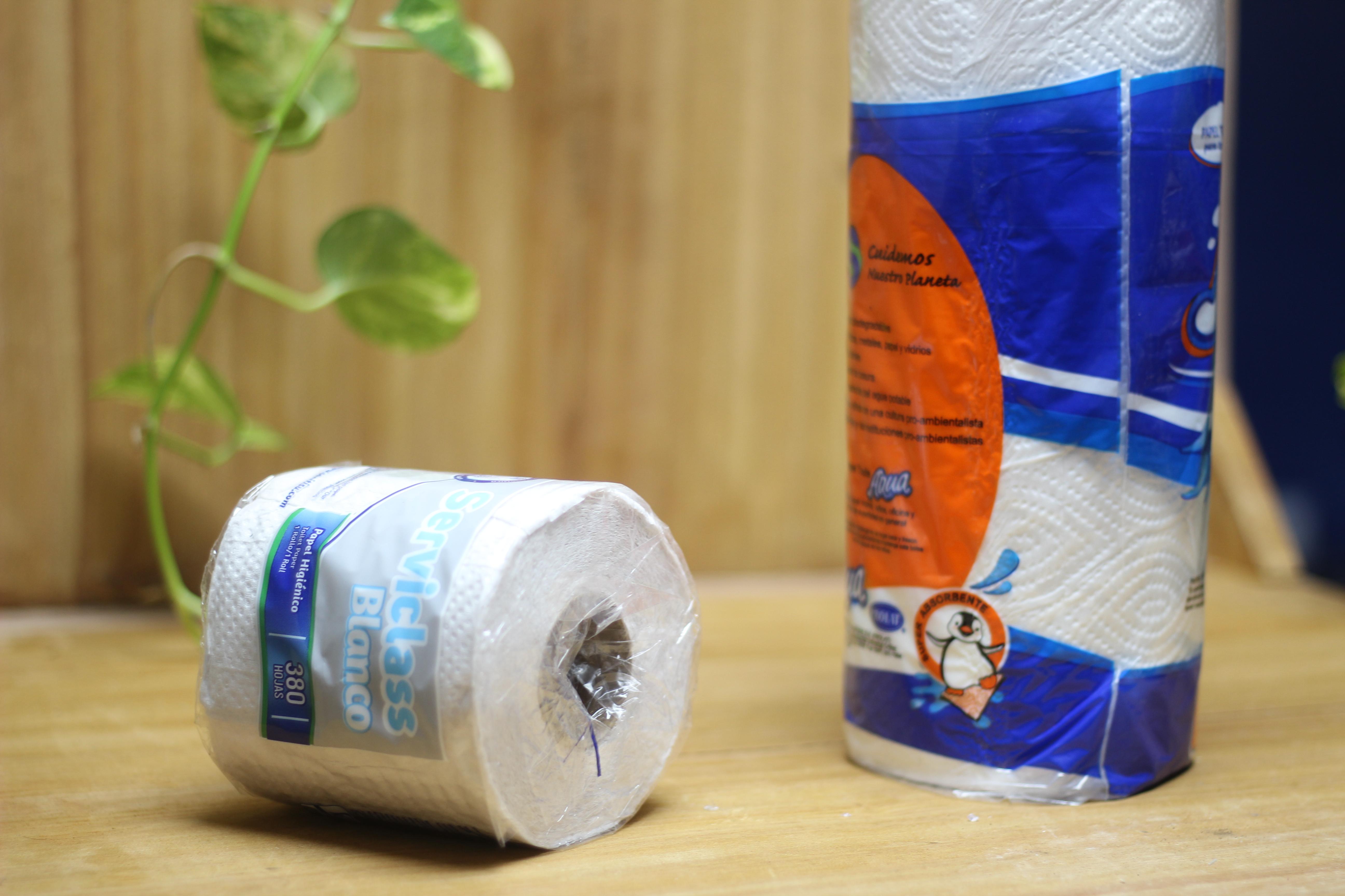 Papel higiénico y toalla