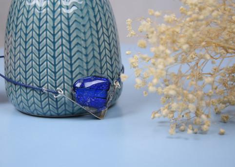 collier bleu triangle