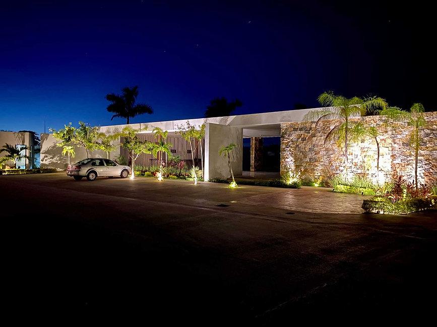 Casa club exterior nocturna.jpg