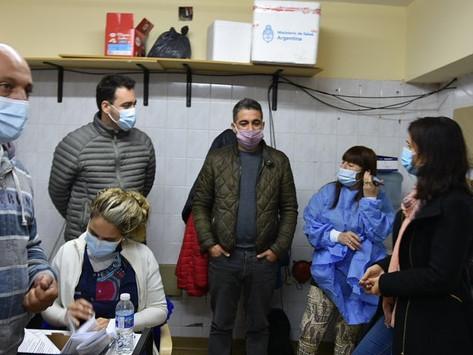 Representantes del ministerio de salud estuvieron visitando el vacunatorio