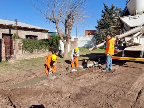 Continúan las obras de cordón cuneta en la ciudad