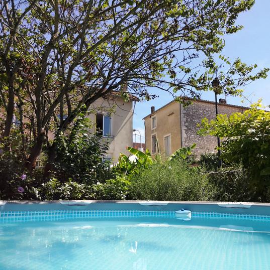 Pool/piscine June to September