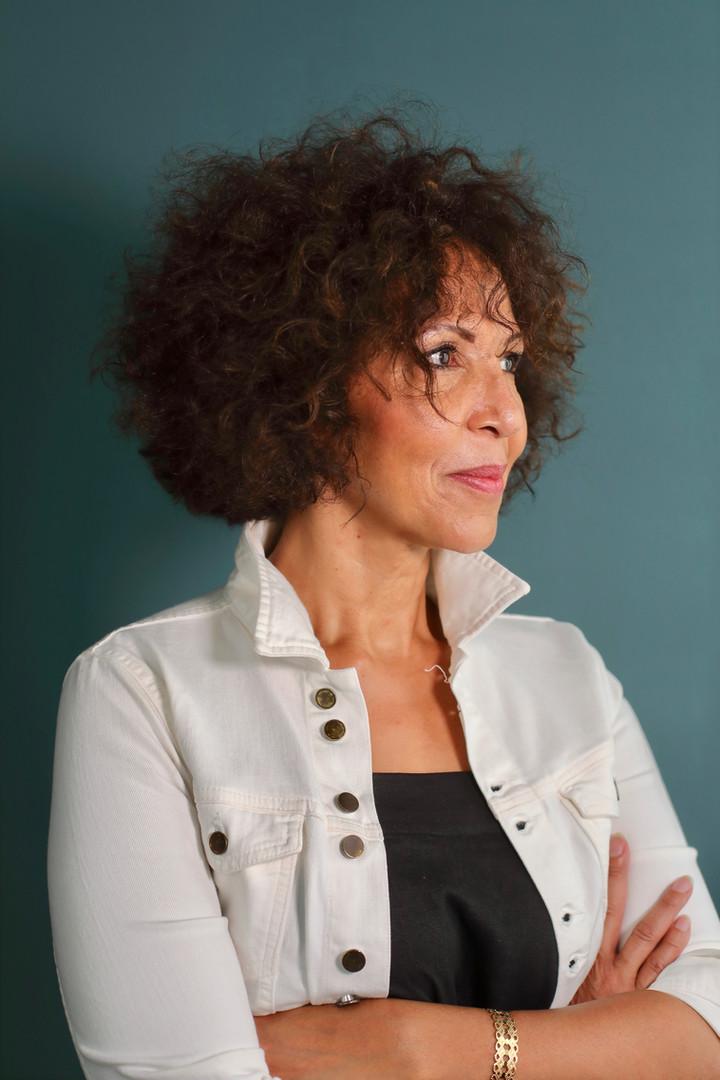 """Virginie Servaes - Auteure de """"Trouver sa voix et faire son chemin"""""""