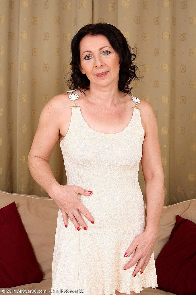 50 year old wife toying her pussy on webcam 7