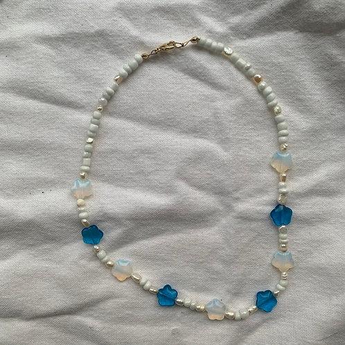 Blue flower short necklace