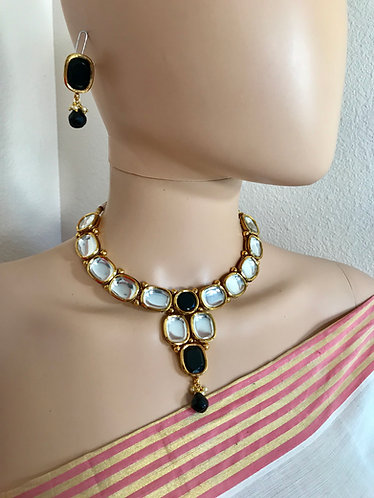 Black Big kundan with gold plated meena on the back for party ware.
