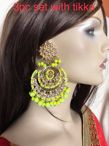 Big kundan earring with tikka