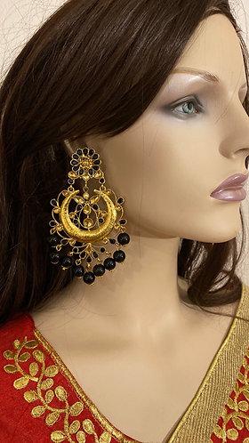 Big earrings with pearls
