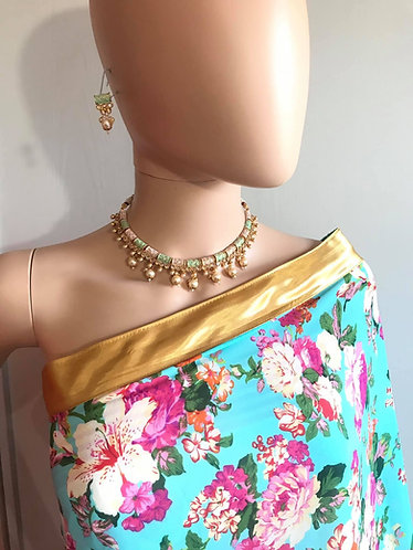 Gorgeous necklace set with pearls