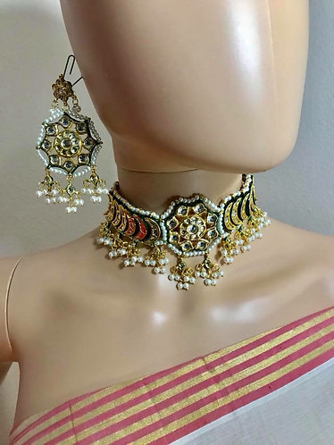 Stunning kundan choker for wedding party