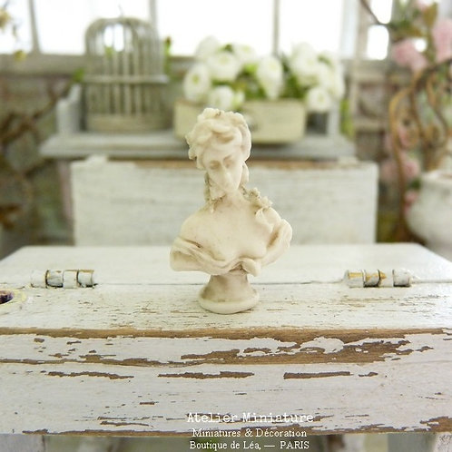 Resin Miniature Bust, Eighteenth Woman, Old Fashioned Plaster, Doll House, Scale 1/12