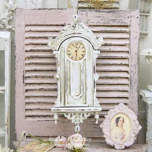 Horloge Miniature en Bois, Blanc Shabby Chic, Échelle 1/12