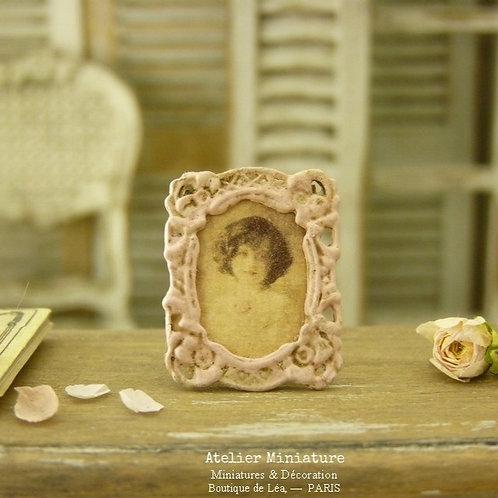 Porte-photo miniature en métal, Rose, Maison de Poupée, Échelle 1/12