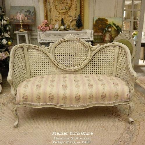 Sofa Victorien de style Louis XV, Imitation Cannage, Maison de Poupée, 1/12
