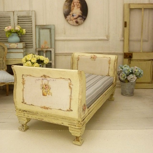 137/5000 Miniature Bed, Vanilla Yellow, Wooden Furniture, Doll House, 1/12