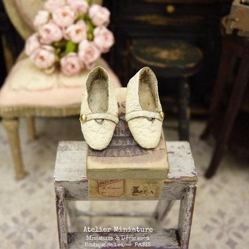 Chaussures Miniatures Blanc-Cassé, Accessoire de Mode, Maison de Poupée, 1/12
