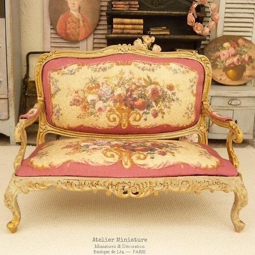Sofa Louis XV, Aubusson Rose Framboise, Campagne Chic, Maison de Poupée, 1/12