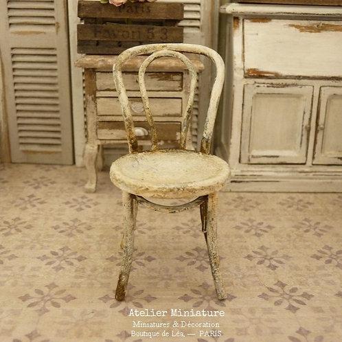 #1 - Chaise de Jardin en Métal Rouillé