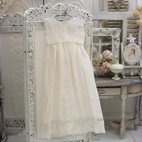 Robe Romantique Miniature, Blanche, Échelle 1/12