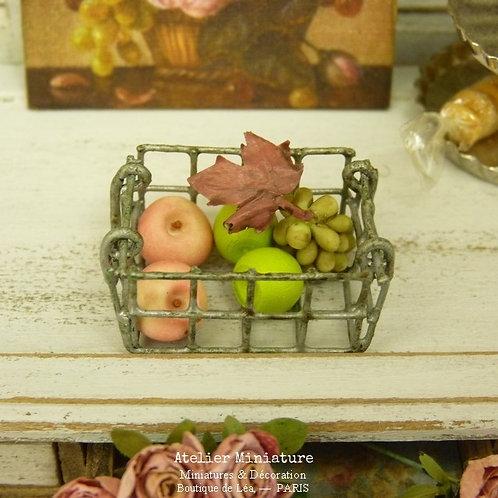 Panier Miniature en Métal, Pommes et Raisin, Maison de Poupée, 1/12