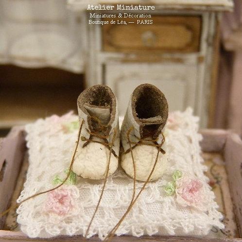 Bottines d'Enfant Miniatures, Blanc Cassé, Maison de Poupée, 1/12