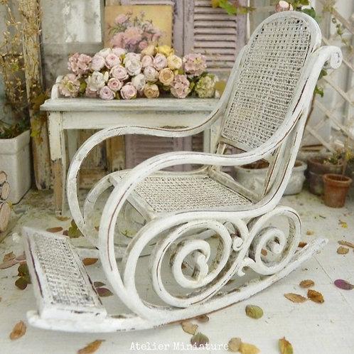 Fauteuil Rocking-Chair style Art Nouveau, Shabby Chic Blanc, Maison de Poupée