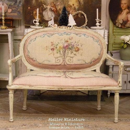 Canapé médaillon Louis XVI, Marie-Antoinette, Aubusson rose, Maison de Poupée