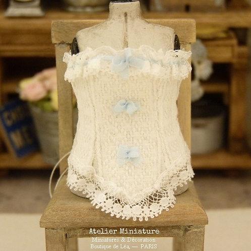 Corset miniature, Cotonnade et dentelle anciennes, Ruban de Soie Bleue