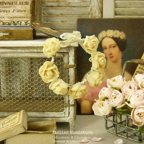 Couronne de Roses CRÈME, Diamètre trois centimètres