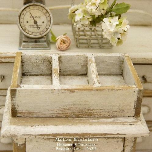 Casier Miniature en Bois, Blanc Shabby Chic, Échelle 1/12