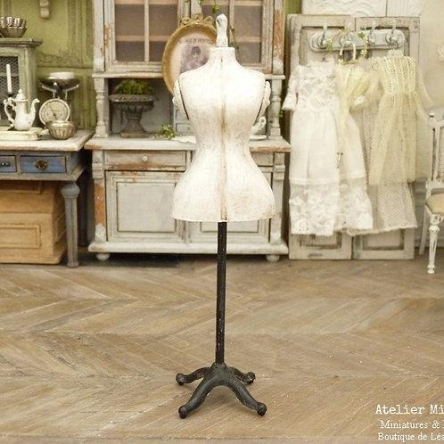Mannequin de couture miniature de style rétro