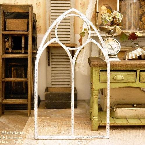 Cadre de Fenêtre Gothique, Décor en Bois Miniature, Blanc Vieilli, Éche