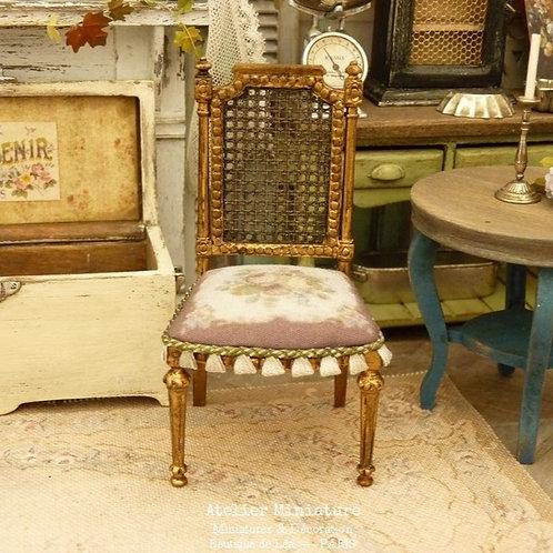 Chaise Miniature de style Gustavien, Imitation Cannage, Or vieilli, 1/12