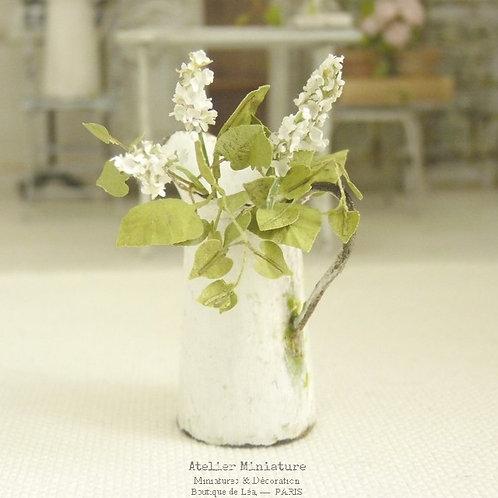 Broc + Lilas Miniature Blanc, Imitation Émail Vieilli Rouillé, Maison de Poupée