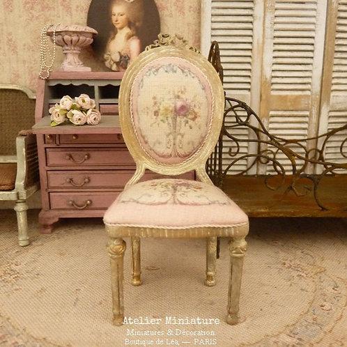 Chaise médaillon Louis XVI en Bois, Marie-Antoinette, Roses Aubusson, 1/12