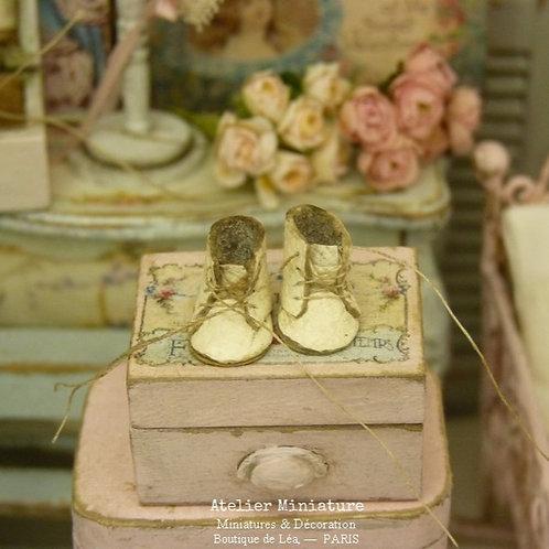 Bottines d'enfant miniatures, Blanc cassé, Accessoire de mode fabriqué en France