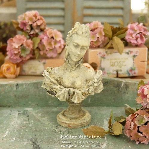 Buste Miniature en Résine, Femme XVIIIe, Façon Plâtre Vieilli, Maison de Poupée
