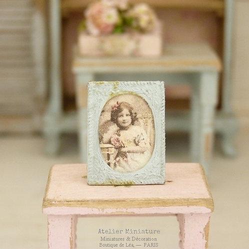 Porte-photo miniature en métal, Bleu vieilli, Maison de Poupée, Échelle 1/12