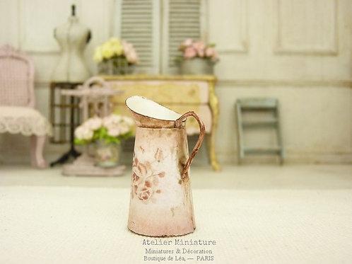 Broc rose miniature, Imitation Émail Rouillé, Roses Vintage, Maison de poupée