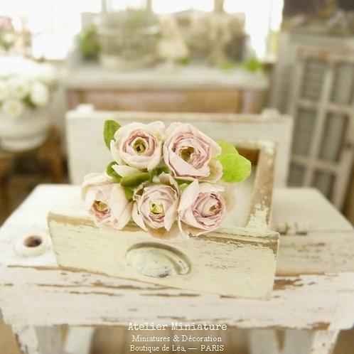 Bouquet de 5 roses miniatures, rose pâle, Fleurs en papier, Maison de Poupée