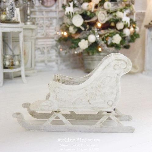 Traîneau Miniature en Métal, Blanc Shabby Chic, Maison de Poupée